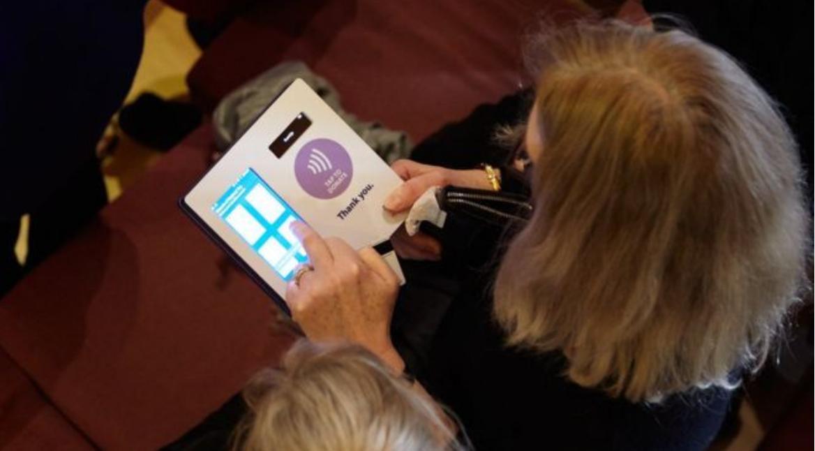 Doações realizadas digitalmente aumentam em igrejas da Inglaterra