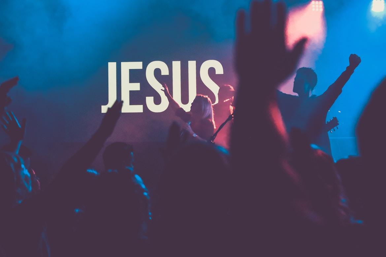 Como melhorar o áudio da sua igreja para a Páscoa
