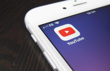 Posso mostrar legalmente vídeos do YouTube na igreja?