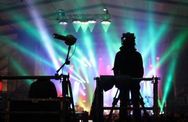10 coisas que os técnicos de áudio e os líderes da adoração podem fazer para apoiar um ao outro